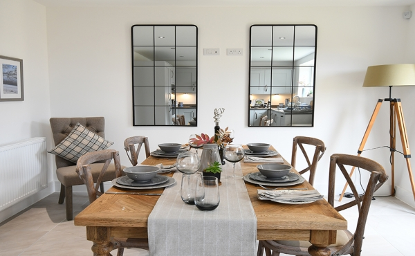 picture_of_dining_table
